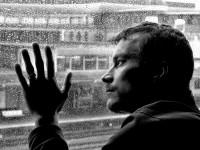 Οι θλιμμένοι άνθρωποι τα βλέπουν όλα γύρω τους…γκρίζα